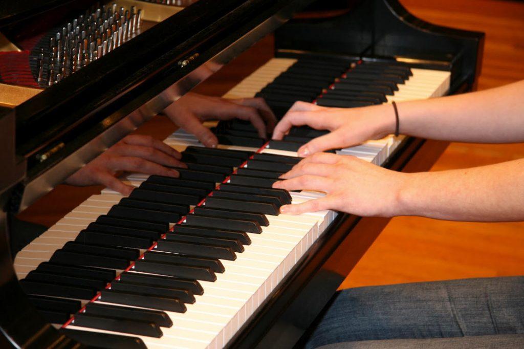 Kết quả hình ảnh cho Cách chơi đàn piano