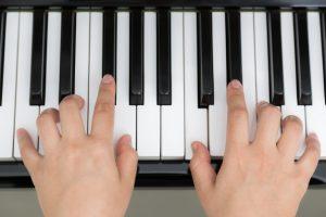 tọp 4 khóa học đàn piano online hiện nay